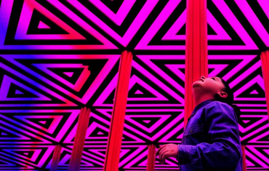 A child looking at the ceiling of the Wonderlab Mirror Maze