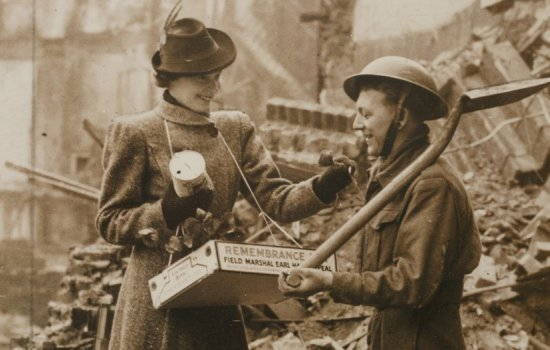 A First World War soldier buys a poppy
