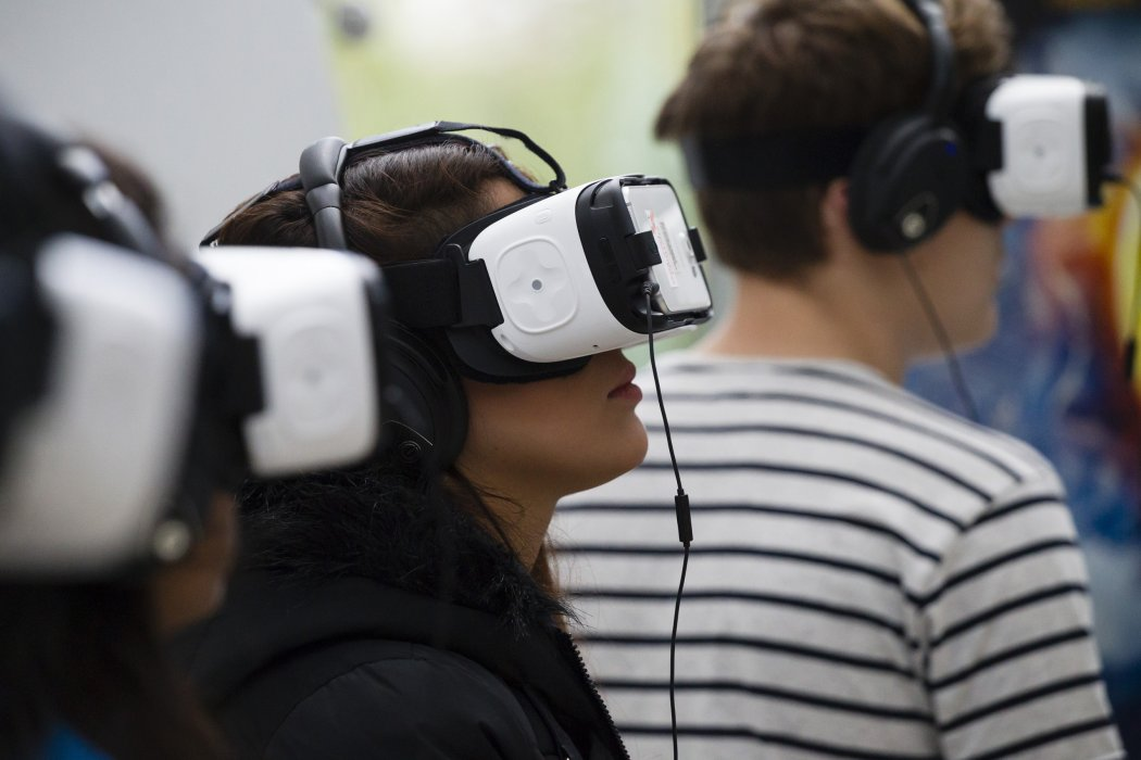 Visitors try out virtual reality demos at Widescreen Weekend 2016
