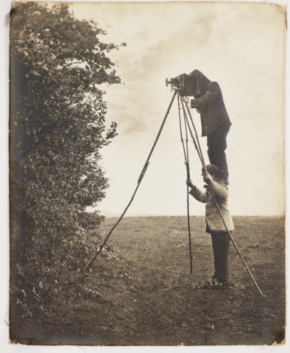 Richard and Cherry Kearton taking a photograph of a bird's nest © Science Museum Group collection