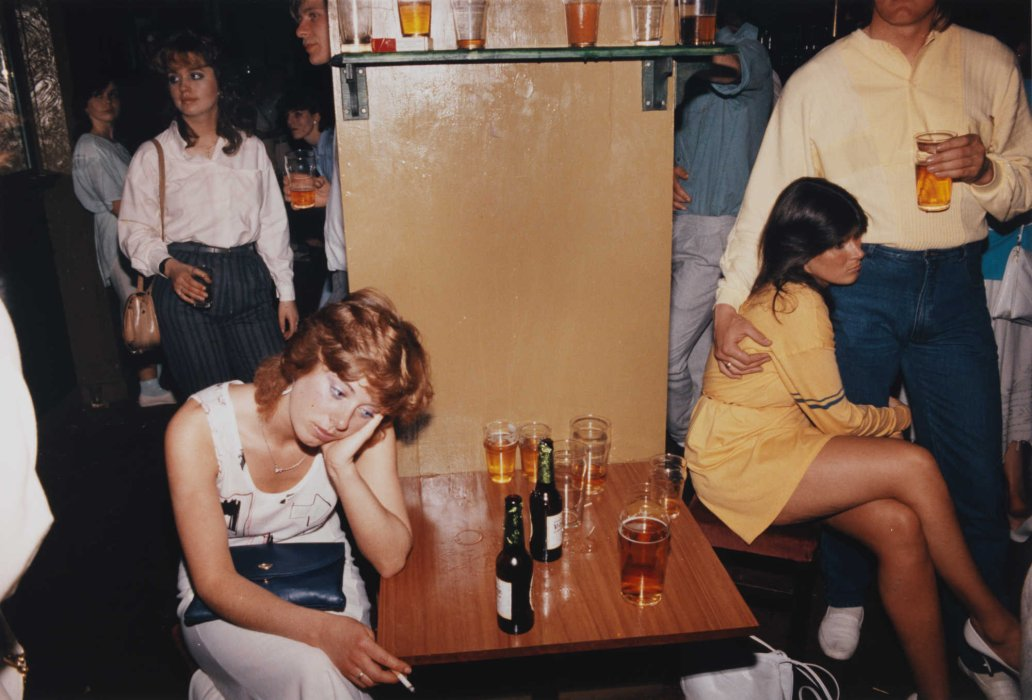 Tired drink picture, 1986, © Tom Wood, courtesy of the artist