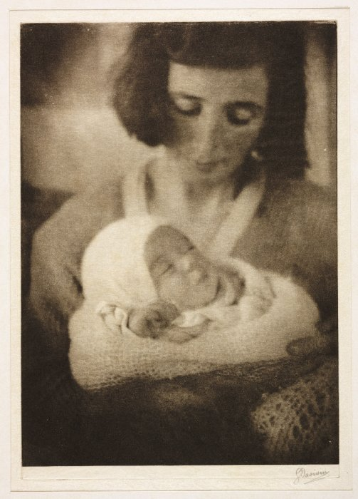 Joan with baby Doreen, 1921, George Davison © Science Museum Group collection