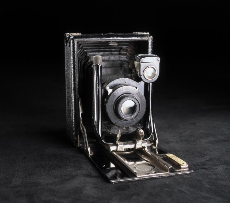 Quarter-plate 'Cameo' camera used to take 'second phase' of Cottingley Fairies photographs, 1918-1920