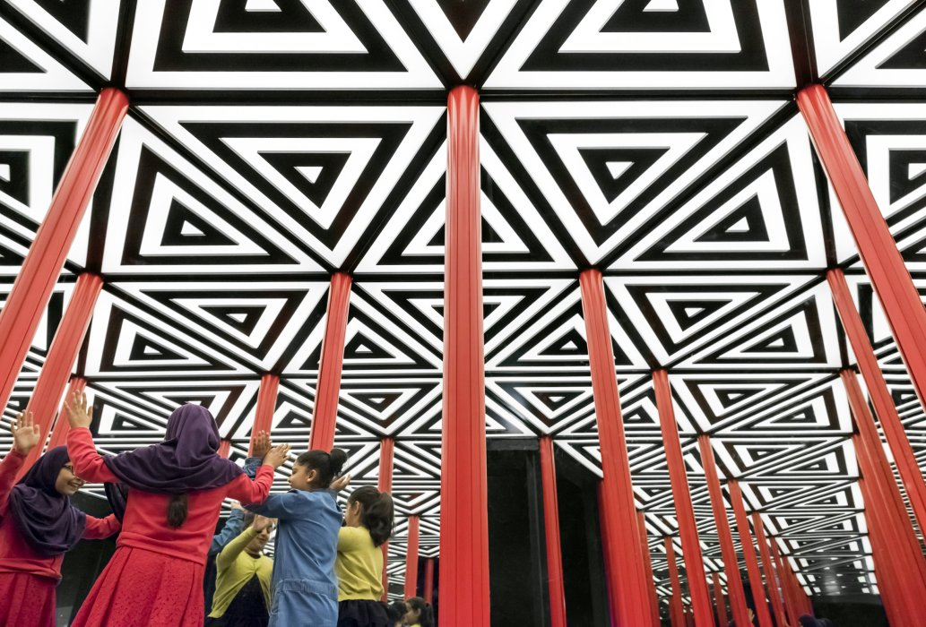 Children explore the Mirror Maze in Wonderlab