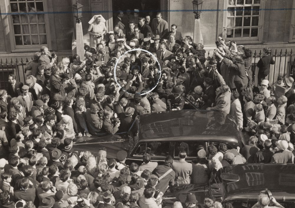 Elizabeth Taylor mobbed in London, March 1961, Ron Burton, the Daily Herald archive © Science Museum Group collection