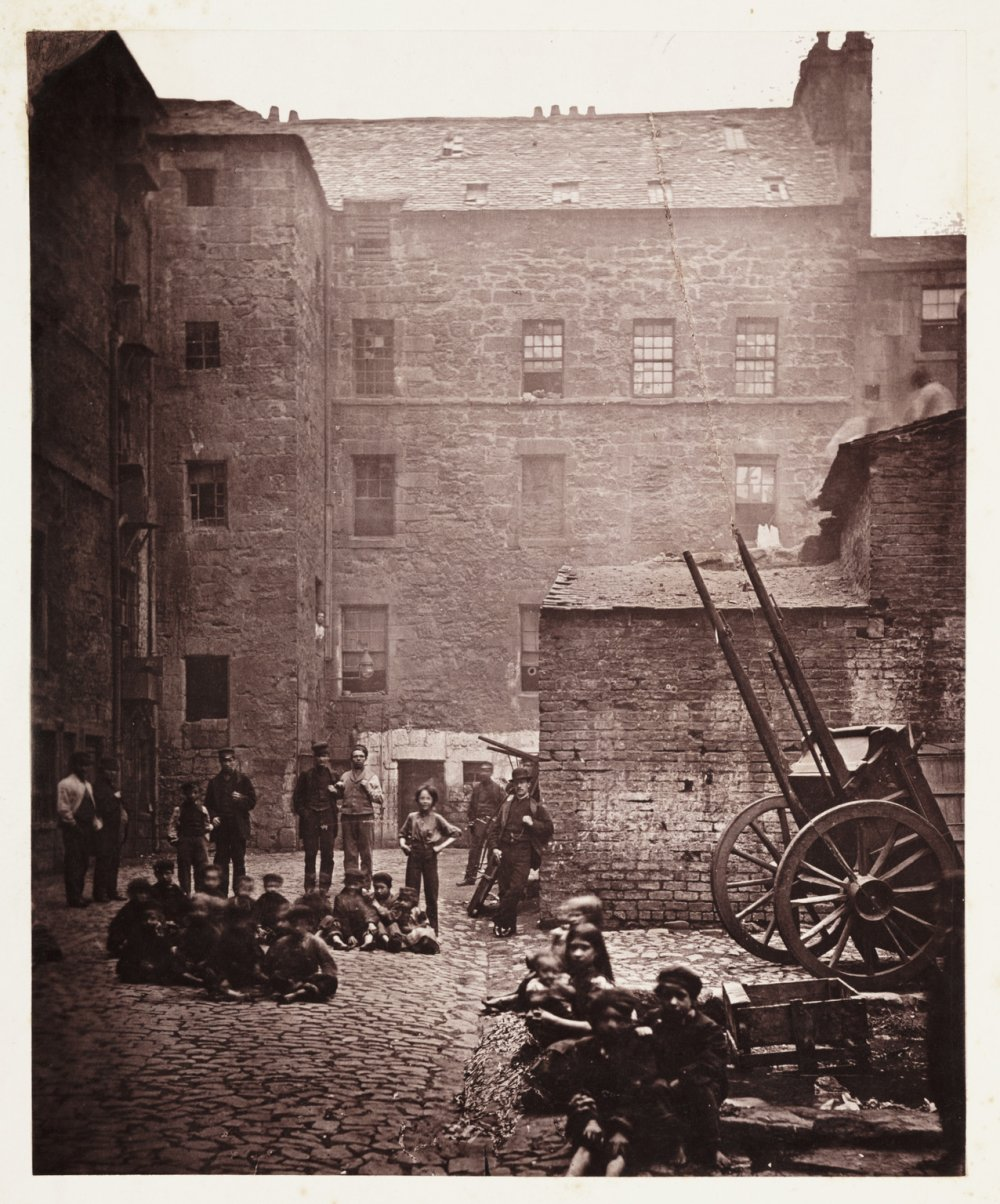 Close, No. 46 Saltmarket from Old Closes and Streets of Glasgow, 1868-1871, Thomas Annan, Science Museum Group collection