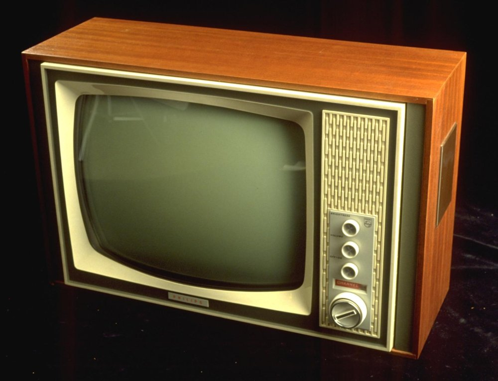 Philips 19TG 142 A television receiver on black background